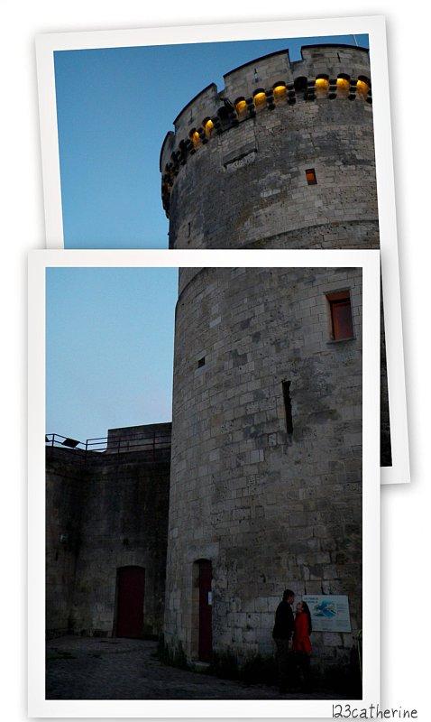 C'est à cette tour, datant du XIVè siècle, qu'était fixée le soir la fameuse chaîne la reliant à la tour Saint-Nicolas et qui fermait chaque nuit le passage du port aux navires. La Tour de la Chaîne a aussi fait office de poudrière.