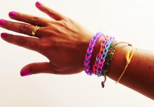 Tuto-comment-realiser-un-bracelet-Rainbow-Loom-facile_visuel_article2
