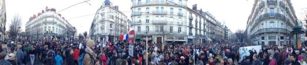 """""""@nabifer: Vue panoramique de #lamarcherepublicaine à #Grenoble #JeSuisCharlie http://t.co/uBZn35dhM9"""""""