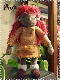 Mya, petite poupée au crochet