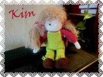 Kim, petite poupée au crochet