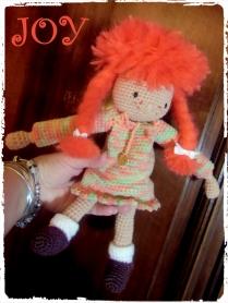 Joy, petite poupée au crochet