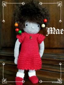Mae, petite poupée au point de croix