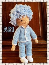 Ari, petit bonhomme au crochet
