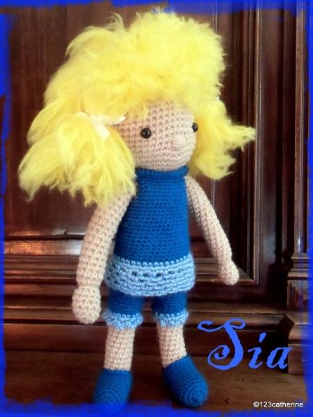 Sia, petite poupée au crochet