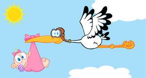 cigogne-fournissant-un-vol-nouveau-né-de-bébé-dans-le-ciel-29979634
